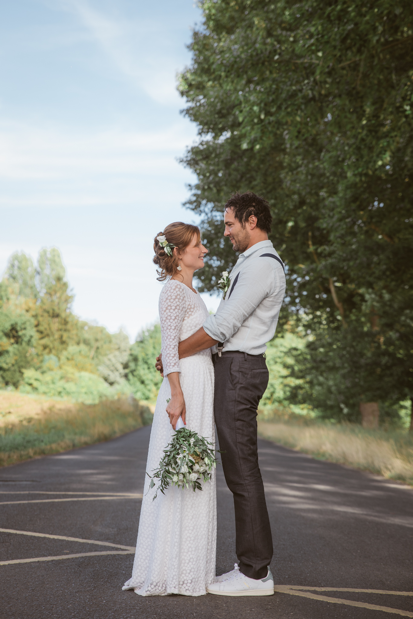 photo de couple originale mariage champetre vintage campagne chic