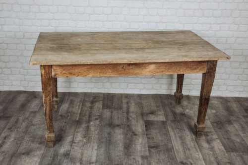 Table en bois vintage