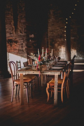 artis-evenement-organisation-decoration-mariage-paris-champetre-kinfolk-vintage-boheme-location-table-bois-chaise-bois37
