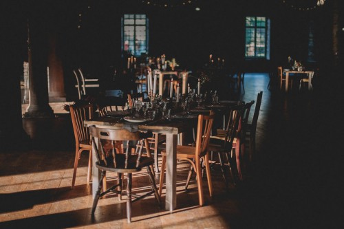 artis-evenement-organisation-decoration-mariage-paris-champetre-kinfolk-vintage-boheme-location-table-bois-chaise-bois39