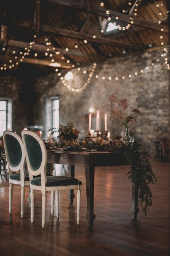artis-evenement-organisation-decoration-mariage-paris-champetre-kinfolk-vintage-boheme-location-table-bois-chaise-bois43