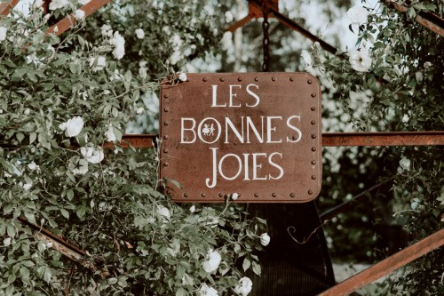 artis-evenement-wedding-planner-designer-les-bonnes-joies-location-mobilier-decoration-vintage-guinguette-champetre-boheme-mariage-paris-montmartre30