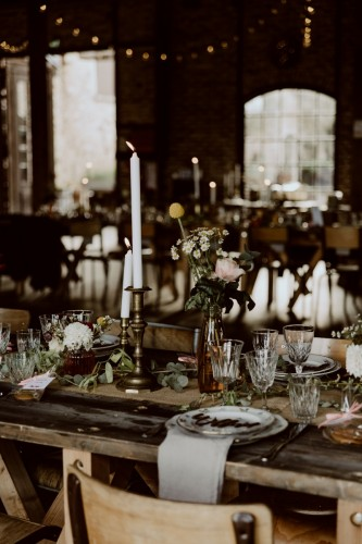 artis-evenement-wedding-planner-designer-les-bonnes-joies-location-mobilier-decoration-vintage-guinguette-champetre-boheme-mariage-paris-montmartre7