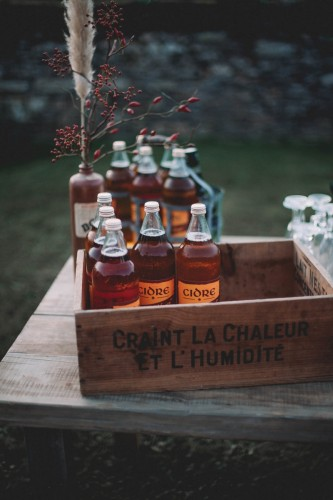 artis-evenement-organisation-decoration-mariage-paris-champetre-kinfolk-vintage-boheme-location-table-bois-chaise-bois46